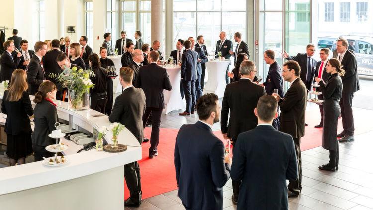 ...mit einem Sektempfang in den Räumlichkeiten des ebenfalls prämierten Vogel Convention Centers in Würzburg. Die Gäste