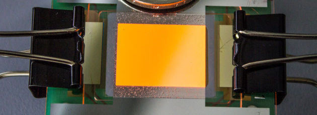 Orange leuchtende OLED auf einer Graphen-Elektrode.