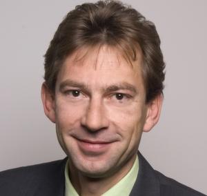 Armin Zähring, Business Unit Manager Application Delivery bei DNS, lädt zur Roadshow.
