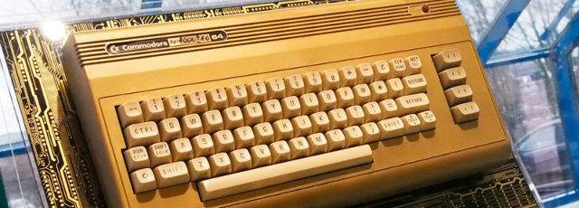 Ein vergoldeter Commodore 64 Heimcomputer: In Braunschweig ist jetzt eine Ausstellung über den einst namhaften Hersteller zu sehen, der lange Zeit in Niedersachsen seine Europa-Zentrale hatte.