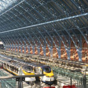 Die stählernen Säulen des Bahnhofs St. Pancras machen den WLAN-Service zur Herausforderung