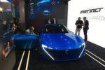 Statt auf den Genfer Autosalon zu warten, präsentiert Peugeot die Studie Instinct bereits auf dem Mobile World Congress.