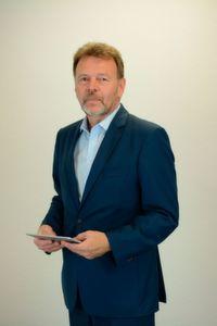 """Dieter Barelmann, Geschäftsführer, Videc Data Engineering: """"Alle gewünschten Daten lassen sich auf dem Smartphone oder Tablet mit einfacher Gestensteuerung abrufen und auswerten."""""""