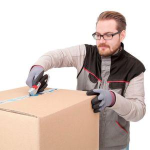 Ein guter, immer griffbereiter Cutter wie der Super Safety-Cutter von Wedo ist für Mitarbeiter aus Logistik und Handel das A und O.