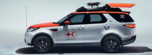 Auf dem Genfer Autosalon präsentiert Land Rover einen zum Spezialfahrzeug für Not- und Katastropheneinsätze umgebauten Land Rover Discovery mit einer Drohne an Bord.