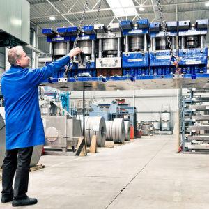 Beim Feinschneidspezialisten Feintool laufen die Geschäfte rund, sowohl bei den Teilen als auch bei den Maschinen.