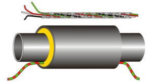 """Das Sensorkabel """"BS-FKR"""" mit insgesamt vier Adern wird in der Dämmung der Wasserrohre entlanggeführt."""