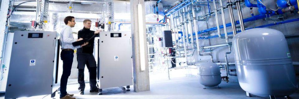 Optimierter Wärmehaushalt: Ein Wärmenetz verbindet über Wasserrohre die Maschinen untereinander und mit der Gebäudehülle.