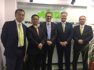 WAGO-Vertriebsbüro Nanjing (von links): Xu Xia (Sales Manager China East), Liu Nan (Sales Manager China), Jürgen Schäfer (Chief Sales Officer), Volker Palm (General Manager WAGO China) und Jackie Chen (Office Manager Nanjing).