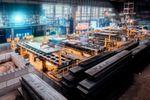 Künftig werden monatlich bis zu 150.0000 t Stahlblöcke in der Brammenadjustage auf die gewünschten Maße zugeschnitten.