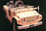 Der winzige Offroader wog nur 600 Kilogramm und wird angetrieben von einem 18 kW/25 PS starken, luftgekühlten 360-Kubikzentimeter-Zweizylinder-Motor.