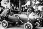 Der belgische Ingenieur und Rennfahrer Camille Jenatzy: Durchbrach am 1. Mai 1899 als erster die magische Grenze von 100 km/h.