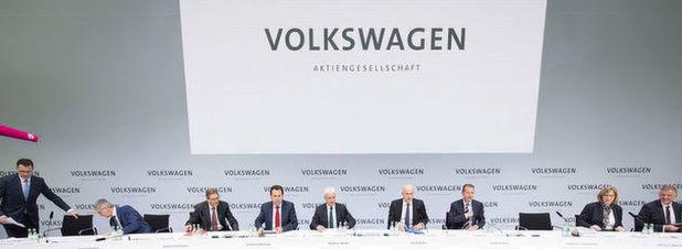 VW Jahrespressekonferenz (v.l.n.r.): Hans-Gerd Bode (Konzernkommunikation), Rupert Stadler (Audi), Jochem Heizmann (Geschäftsbereich China), Karlheinz Blessing (Personal & Organisation), Matthias Müller (Vorstandsvorsitzender), Frank Witter (Finanzen & Controlling), Herbert Diess (Markenvorstand), Hiltrud D. Werner (Integrität & Recht), Andreas Renschler (Nutzfahrzeuge).