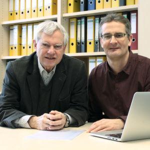 Prof. Dr. Alfred Pühler (links) und Dr. Alexander Sczyrba (rechts), CeBiTec, Universität Bielefeld