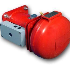 Die Löschkanone des Unterdrückungssystems besteht aus einer drucklosen, leicht austauschbaren Löschmittelpatrone und dem mit Stickstoff befüllten Druckbehälter (rechts).