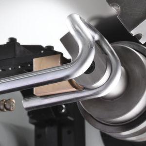 Alle 15 Achsen der Biegemaschine der E-Turn 32 werden vollelektrisch gesteuert.