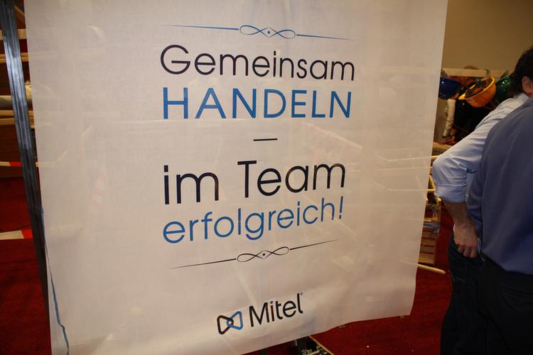 """""""Gemeinsam Handeln – im Team erfolgreich"""": Im Rahmen eines Sales Kick-offs stellte Mitel am 8. März"""