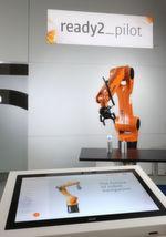 Mit dem Navigator der Very Important Product Maschinenvertriebs GmbH kann der Bediener jeden Kuka Roboter in Verbindung mit der KR C4 Steuerung von Hand bewegen.
