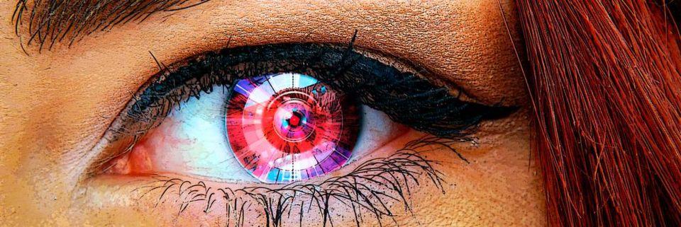 Auf der Cebit 2017 können Besucher per Virtual-Reality-Brille die Welt mit den Augen eines Roboters sehen.