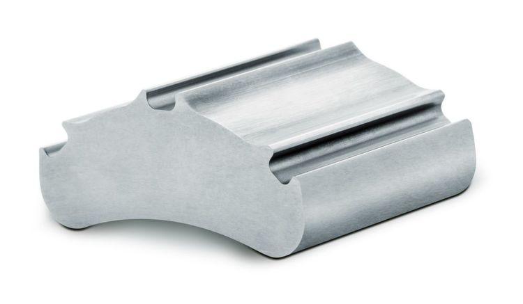 Versuchsergebnisse in der Blechbearbeitung zeigen die Stärken einer Ultra-Impact-Beschichtung auf dem Schnittstempel: Gestanzt wurde 3 mm