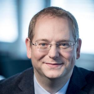 Thomas Richter hat an der Technischen Universität Darmstadt Chemie studiert und anschließend in der Fachrichtung Technische Chemie sein Promotionsstudium absolviert.