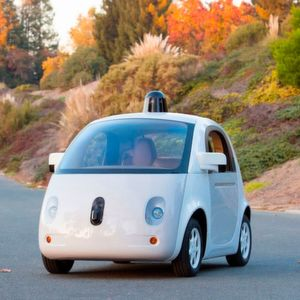 Die Google-Tochter Waymo arbeitet wie Uber an Robotertaxis und wirft dem Fahrdienstvermittler vor, Waymo-eigenes Technologiewissen über einen ehemaligen Mitarbeiter erhalten zu haben.