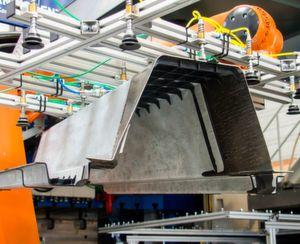 """Der Begriff """"Leika"""" steht nach Angaben von Krauss-Maffei für Leichtbau in Karosserieteilen. Zusammen mit der TU Dresden will das Unternehmen durch die Entwicklung neuer hybrider Werkstoffe und zugehöriger Fertigungsprozesse die Elektromobilität voran treiben."""