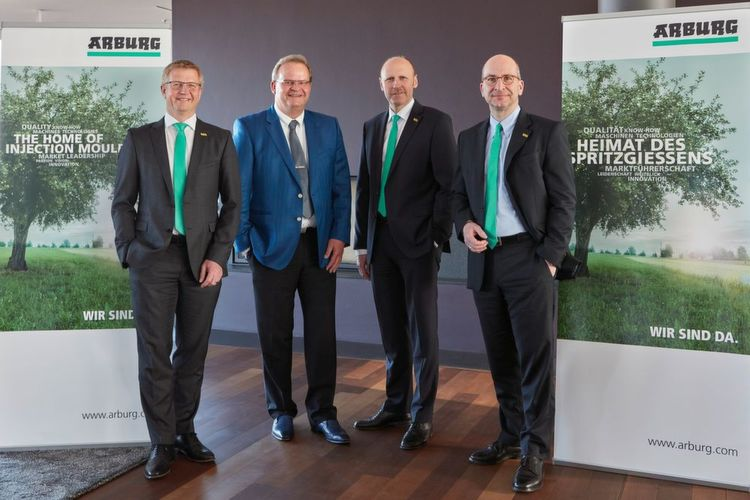 Arburg-Sprecher auf der internationalen Pressekonferenz: (v.l.) Gerhard Böhm, Michael Hehl, Jürgen Boll und Heinz Gaub.