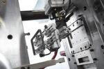 In einer Zykluszeit von rund 55 Sekunden produziert ein hydraulischer Allrounder 470 C Golden Edition im MIM-Verfahren Grünlinge, ...