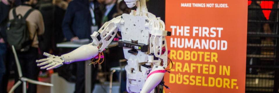 Erster humanoider Roboter von IOX LAB gefertigt in Düsseldorf