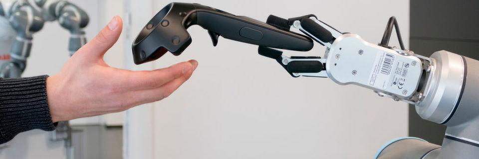 Auf der CeBIT 2017 zeigt das DFKI Mixed Reality-Technologien im Kontext Mensch-Roboter-Kollaboration.