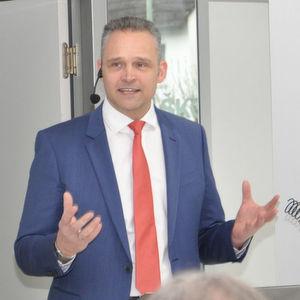 Roger Seidel, Geschäftsführer des Landesverbands des hessischen Kfz-Gewerbes, verteidigt den Dieselantrieb gegen Stimmen, die ihn als alleinigen Sünder der Abgasemissionen abstempeln wollen.