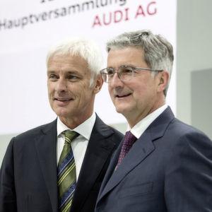 Auch die beiden Topmanager Matthias Müller (li.) und Rupert Stadler sind möglicherweise im Visier der Fahnder.