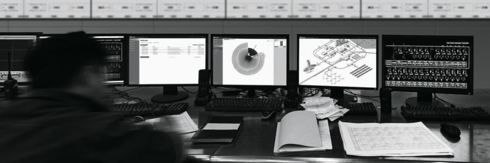 100% Digitale Transparenz: Leitstand in produzierender Industrie.