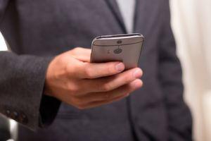Mit Hilfe einer sogenannten Gesundheits-App können Anwender Ärzte in unmittelbarer Nähe finden.
