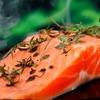 Lachs mit Nebenwirkungen – So stark belasten Aquakulturen die Gewässer