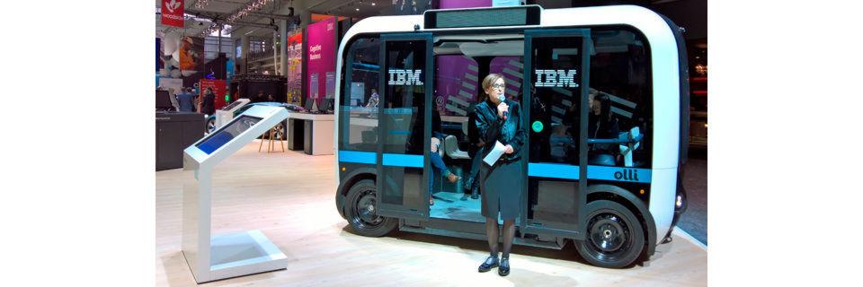 Auf der Cebit präsentierte IBM diesen fahrerlosen Bus, der via Internet mit einer Watson-Cloud vernetzt ist.