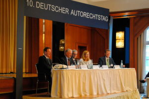 Veranstalterteam des Autorechtstags: (v.li.) Kurt Reinking (Anwalt), Wolfgang Ball (ehem. BGH-Richter), Ulrich Dilchert (ZDK), Silvia Schattenkirchner (ADAC) und Ansgar Klein (BVfK).