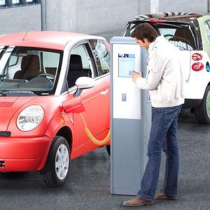 Viel Geld für einige Ladesäulen und wenige E-Autos