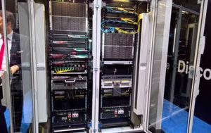 Das Edge-Datacenter von Rittal eignet sich für 2 bis 6 Racks und die Indoor-Montage.