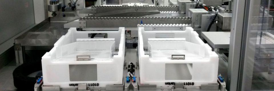 Die Automatisierungslösung checkt die Qualität der empfindlichen Karpulen und verpackt sie schnell und mit sehr viel Fingerspitzengefühl in Behälter.