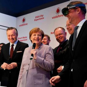 Merkel: Digitalisierung in Wirtschaft, Verwaltung und Bildung fördern