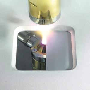 Kalt-Plasmaspritzen: Mikropartikel sollen sich damit auch auf hitzeempfindliche Materialien auftragen lassen.