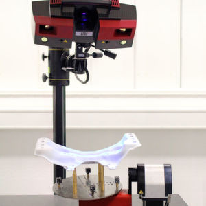 Neben der Form- und Maßprüfung, der Auffederung und der Lochbildmustervermessung können mit dem Atos-System auch Bördelkanten sowie Spaltmaß und Bündigkeit analysiert werden.