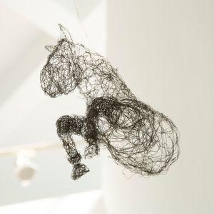 ... auf schwerelose Leichtigkeit: Pegasus schwebt dank Draht