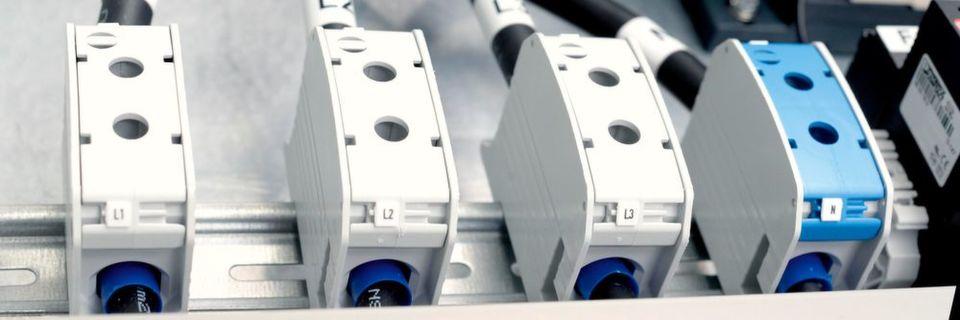 Die RKA-Serie kommt zum Beispiel im Maschinenbau, in der Gebäudeinstallationstechnik, in der Automatisierungstechnik oder in Windkraft- und Photovoltaikanlagen zum Einsatz.