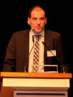 """""""Der Übergang vom Schweißen zum Rollieren hat die Varianten um 80 % reduziert – bei hoher Produktflexibilität"""", erläuterte Dr. Adrian Istrate, Leiter Entwicklung der Produktlinie Curtainsider bei Schmitz Cargobull."""