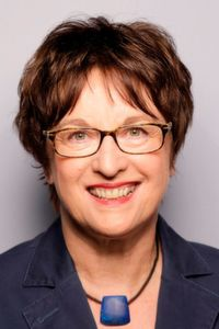 Bundeswirtschaftsministerin Brigitte Zypries unterstreicht die wirtschaftlichen Effekte einer digitalen Signatur