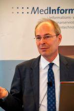 """""""Insgesamt werden insbesondere kleine und mittelständische Unternehmen erheblich mehrbelastet"""", weiß ZLG-Direktor Dr. Rainer Edelhäuser."""