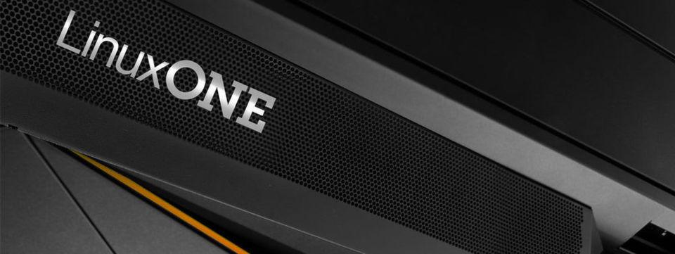 """""""Linux One"""" bezeichnet eine Serien von IBM-Mainframes, die ausschließlich mit dem Open-Source-Betriebssystem Linux ausgestattet sind."""